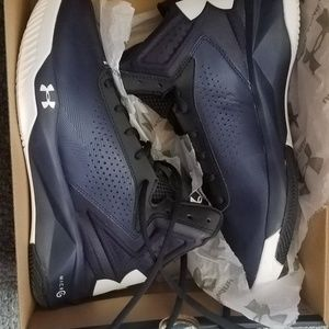 Under armour size 9 basketball sneakers